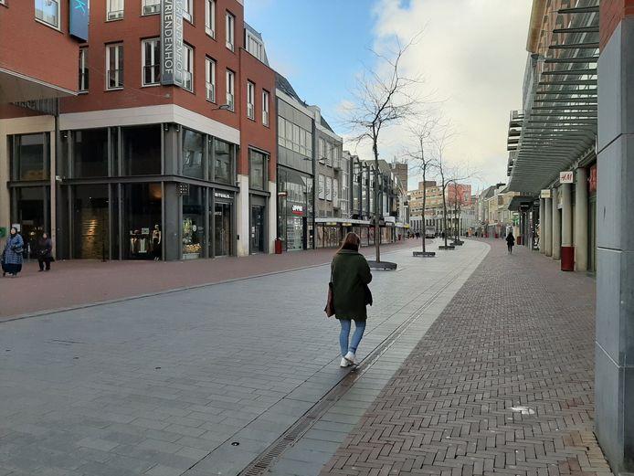 De stad oogt leeg nu horeca dicht is en veel winkels er ook voor kiezen de deuren gesloten te houden.