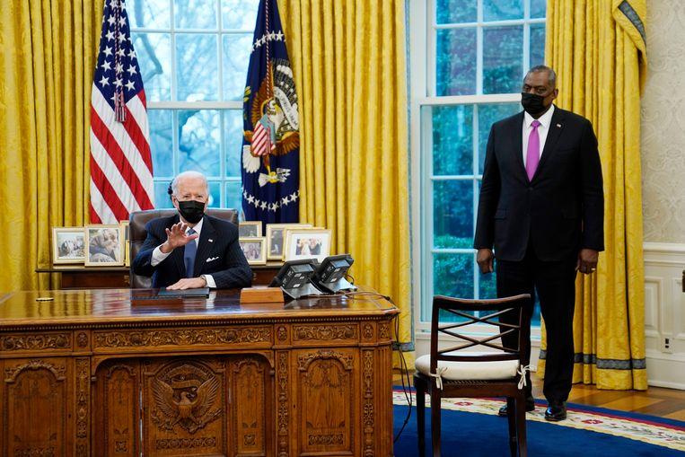 Amerikaans president Joe Biden en minister van Defensie Lloyd Austin. Beeld AP