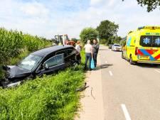 Automobiliste raakt gewond na botsing met trekker in Wilp