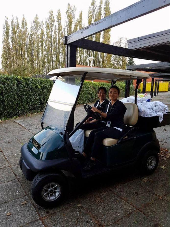 Het golfkarretje wordt onder meer gebruikt door het poetspersoneel van het hotel.