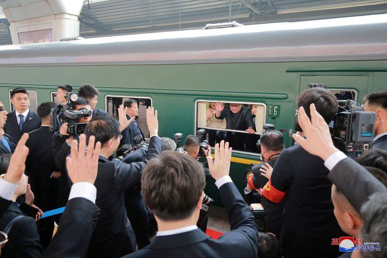 Kim Jong-un komt met de trein aan in Peking, China. Beeld Photo News