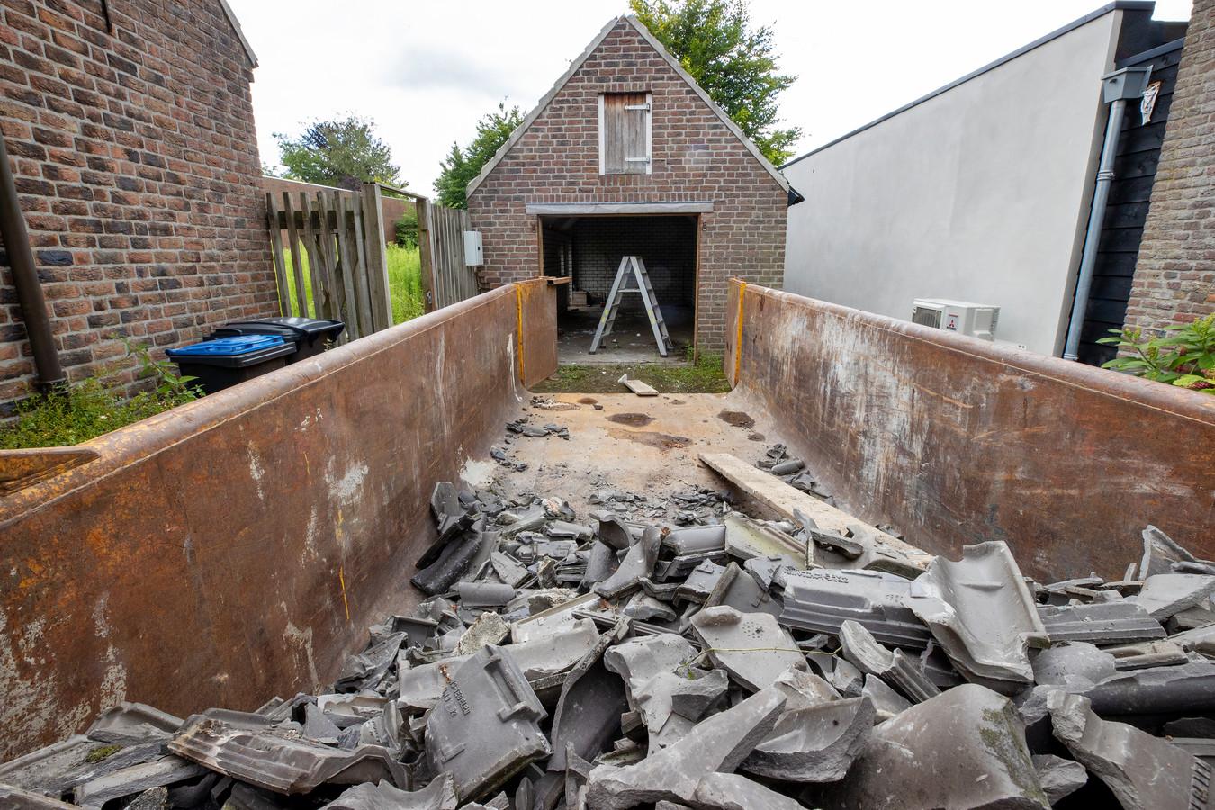 Is dit schuurtje aan de Kloosterstraat in Stiphout een monument of niet?