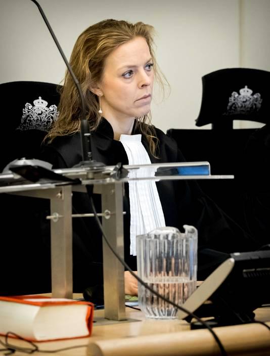 De Bredase officier van justitie Greetje Bos in de extra beveiligde zittingszaal in de rechtbank van Rotterdam voor de inhoudelijke behandeling in de zaak rondom No Surrender-oprichter Klaas Otto.