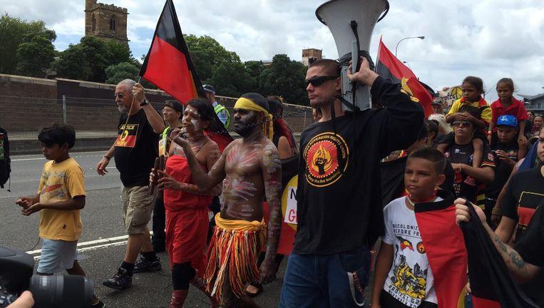 Deelnemers aan de Invasion Day-mars in Sydney, januari 2016. Tijdens deze omloop wordt de 'kolonisatie' door de Britten herdacht. Beeld epa