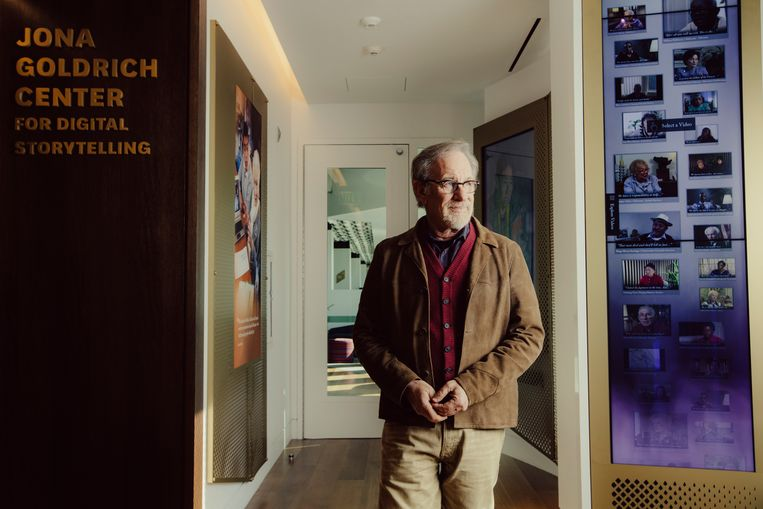 Steven Spielberg in het gerenoveerde hoofdkwartier van de USC Shoah Foundation in Los Angeles. 'Schindler's List heeft de tijd doorstaan.'  Beeld NYT / ROZETTE RAGO