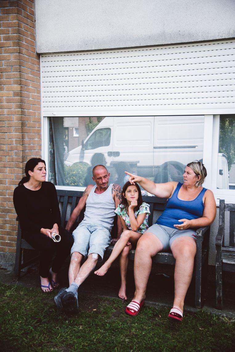 De wijk Zonnige Woonst in Hamme. Volgens de buurvrouwen is het algemeen geweten dat een van hun Turkse buurmannen een huis heeft geërfd in Turkije, terwijl hij hier spotgoedkoop huurt. Beeld Francis Vanhee