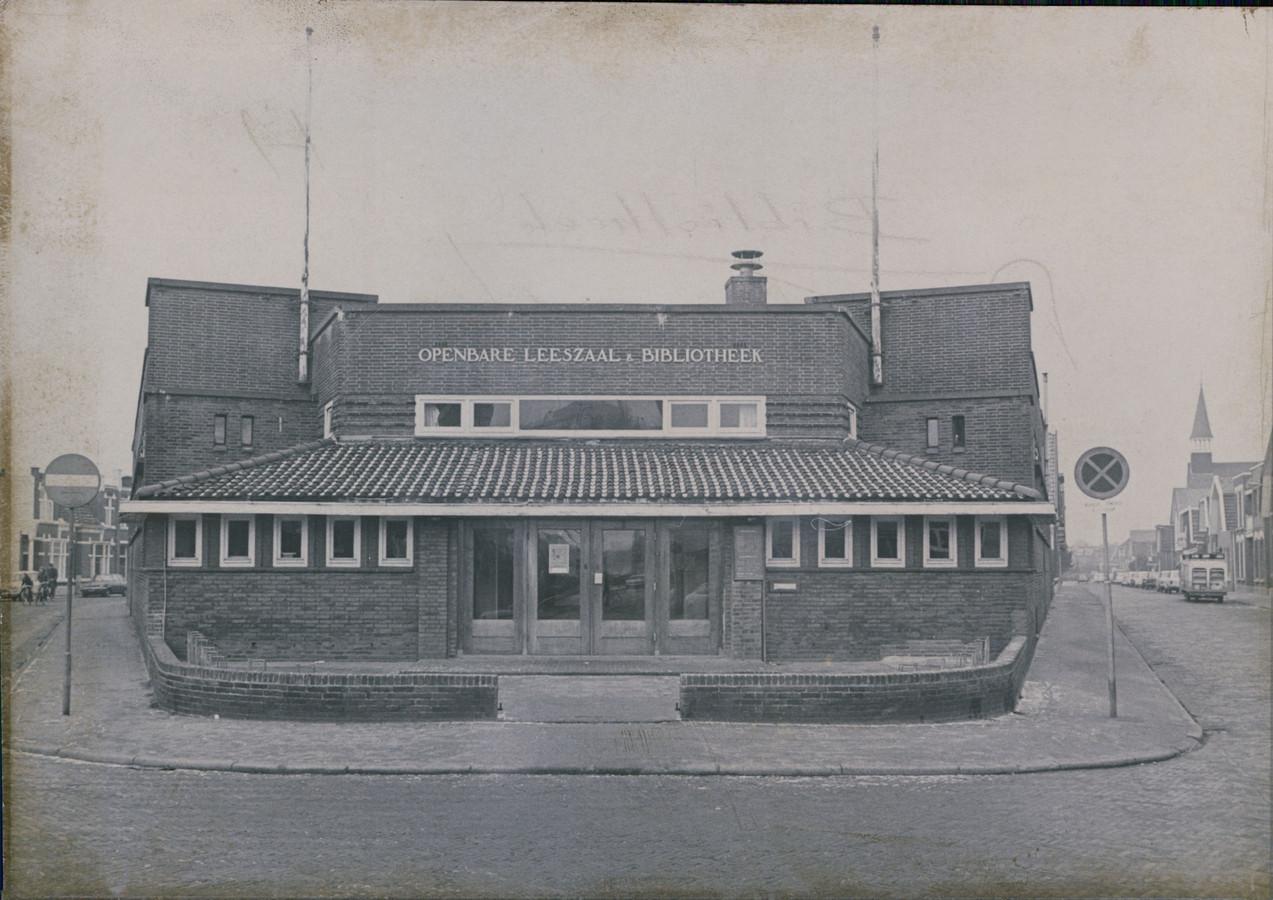 Openbare Leeszaal aan de Vondelstraat in 1975.