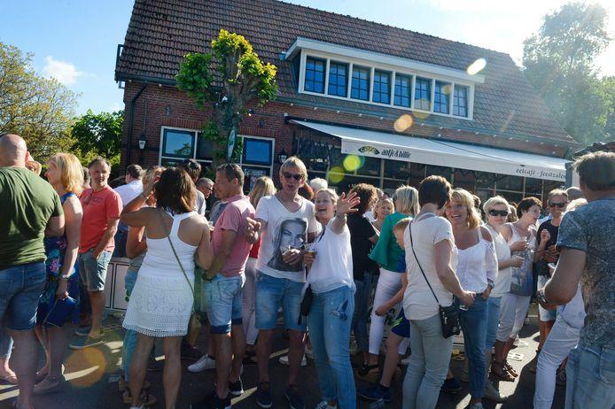 Beeld van de Hemelse Dag bij eetcafé Antje & Billie in Reutum.