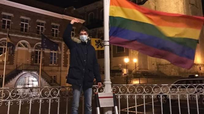 Toch stiekem regenboogvlag opgehangen