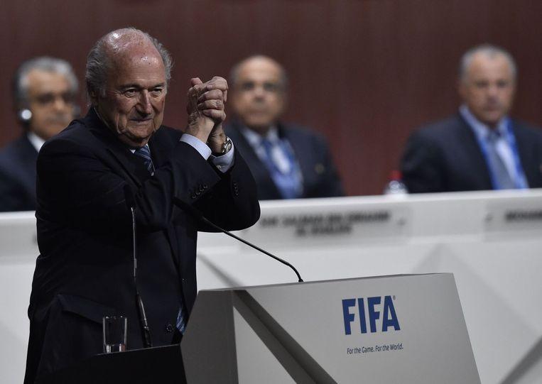 Sepp Blatter viert zijn overwinning. Beeld AFP