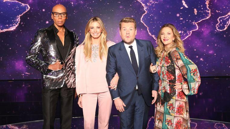 'The World's Best' op VIER, met vlnr: RuPaul, Faith Hill, James Corden en Drew Barrymore. Beeld CBS
