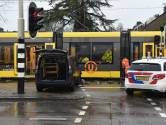 Auto botst op tram bij spoorwegovergang in Nieuwegein