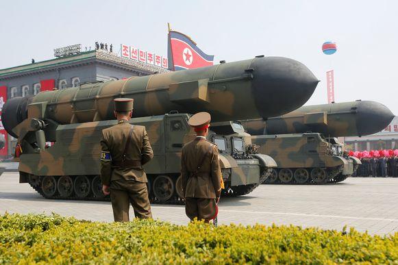 """De Noord-Koreaanse leider Kim Jong-un heeft de VS bedreigd met een """"krachtige preventieve aanval""""."""