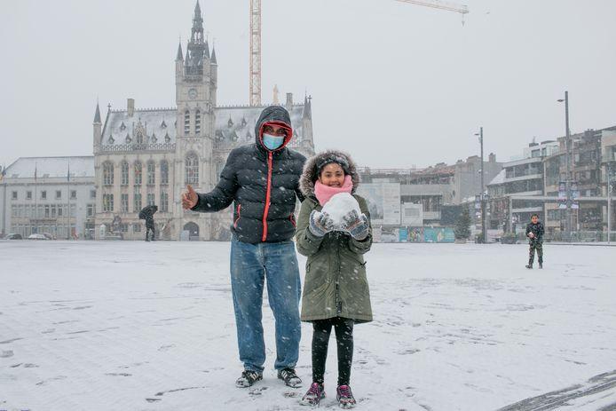 Sneeuw Grote Markt Sint-Niklaas.