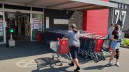 Verkeerslicht bepaalt wanneer winkelbezoekers binnen mogen bij Delhaize Humbeek