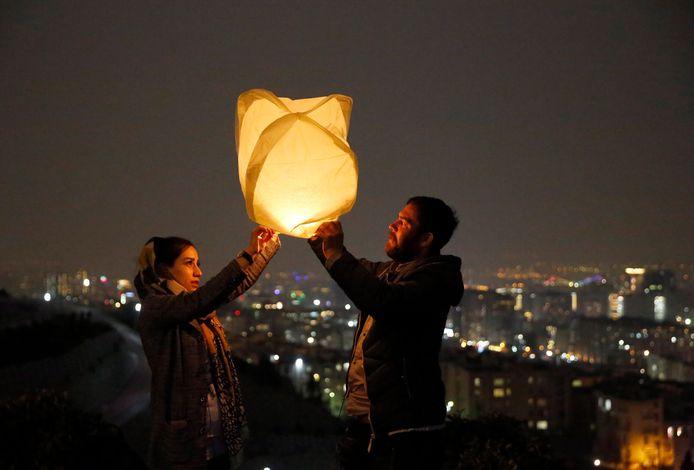 Mensen vieren het Perzisch nieuwjaar in Teheran.