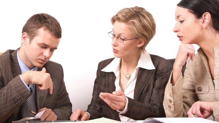 vrouwen in topfuncties Vrouwen in topfuncties nederland steekt internationaal ongunstig af met erg lage percentages vrouwen in de raden van commissarissen en raden van bestuur in 2010 waren er 10,7 procent vrouwelijke commissarissen en 3,4 procent vrouwelijke bestuurders in de top 99 beursgenoteerde ondernemingen.