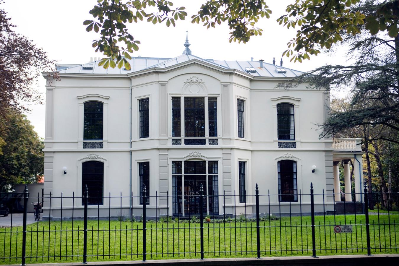 Israël kocht het statige pand op Plein 1813 van het Rijksvastgoedbedrijf.