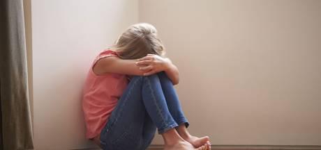 Nieuwsoverzicht   Zeven meisjes misbruikt door oppas - Jongetje (13) reist in z'n eentje van Syrië naar Brabant