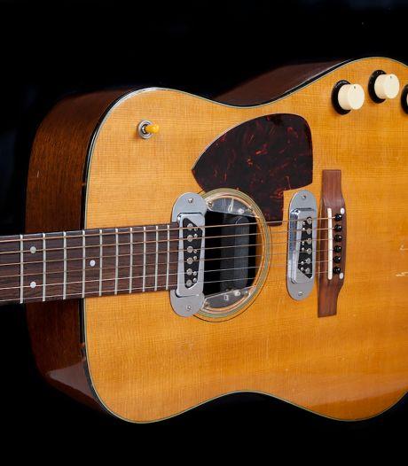 """La guitare de Kurt Cobain pour """"Unplugged"""" aux enchères, estimée un million de dollars"""