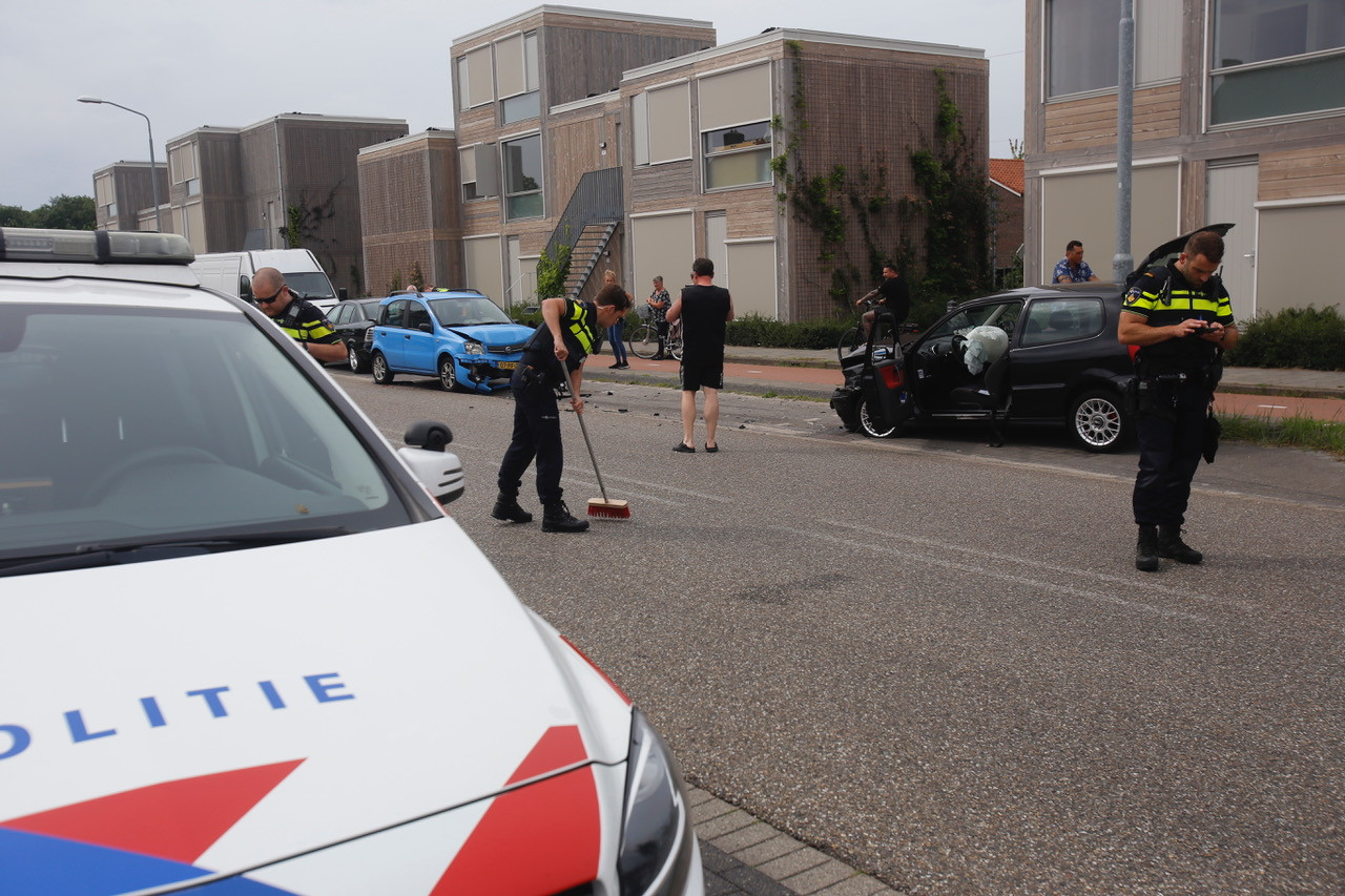 Vier auto's beschadigd bij ongeluk in Eindhoven.