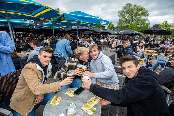 Opening terrassen in Hasselt  Pieter,Louis,Kyle  en Arthur