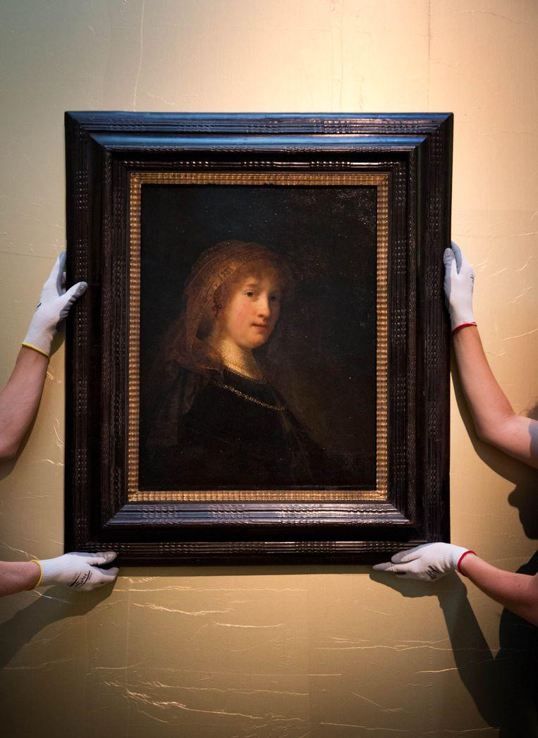 2013-07-31 AMSTERDAM - Rembrandts portret Saskia van Uylenburgh wordt onthuld in het Amsterdam Museum. Het schilderij, in bruikleen van the National Gallery of Art in Washington, zal twee jaar te zien zijn. ANP MARTIJN VAN BEEK Beeld ANP