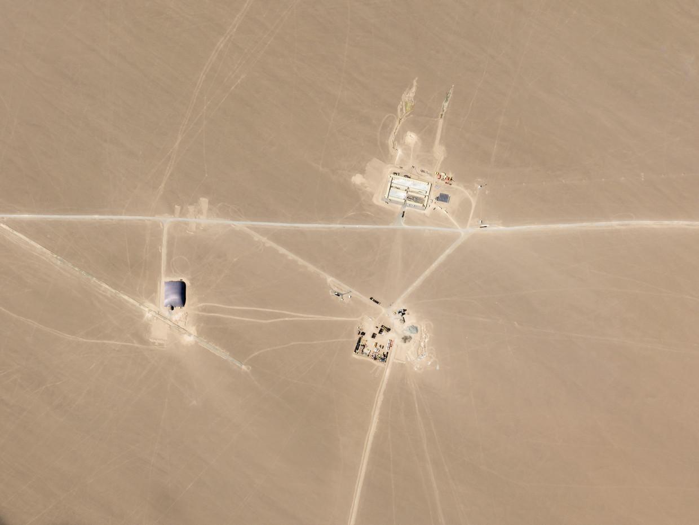 Satellietbeeld van wat onderzoekers denken dat een silo is met nucleaire wapens in de buurt van Hami, China.