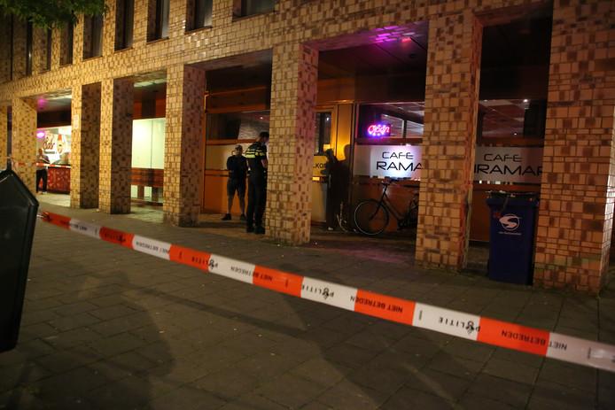 Voor de deuren van café Miramar raakten drie personen gewond bij een vechtpartij