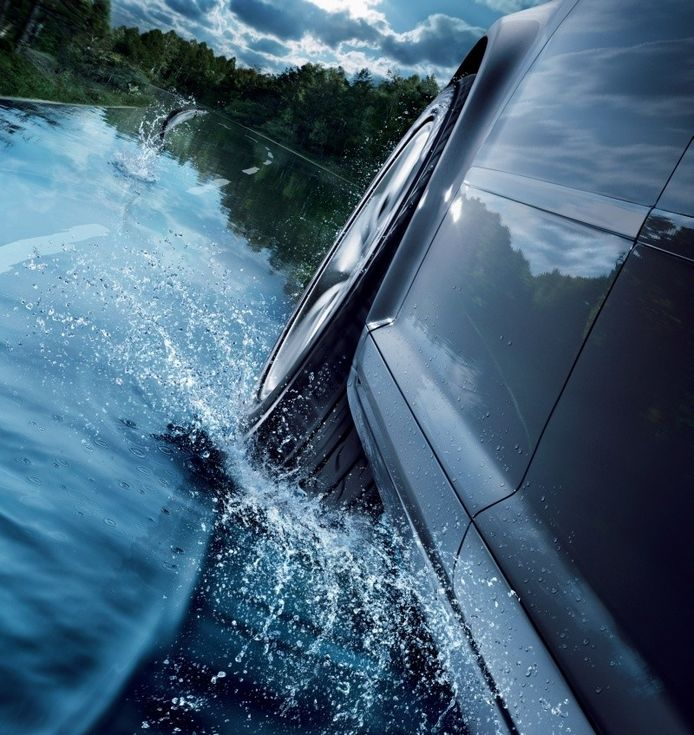 Aquaplaning is levensgevaarlijk en systemen als ABS en ESP helpen er niet tegen.