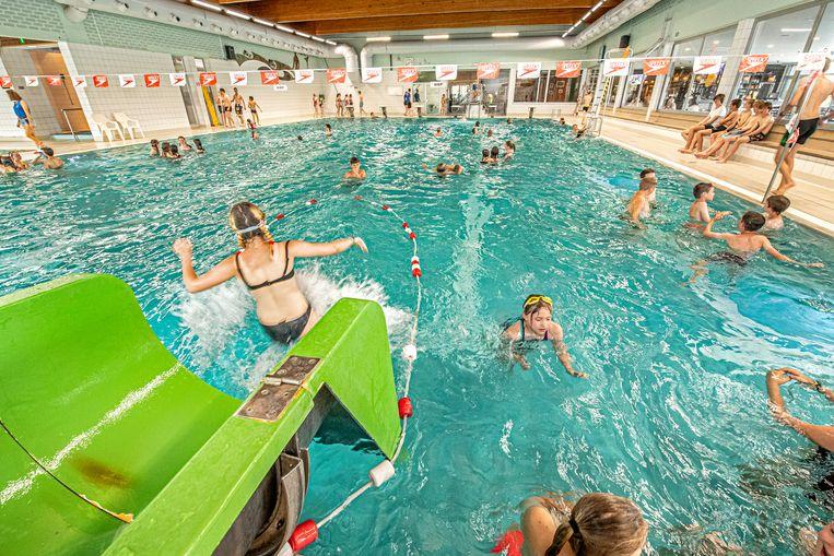 Binnenzwembad In De Buurt.Zwembad Rijp Voor De Sloop Maar Nieuwbouw Zal Pas Voor Na