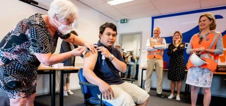 Filipijnse zeevarenden smeken om vaccinatie, maar in Vlissingen kan dat niet: 'We behandelen ze als paria's'