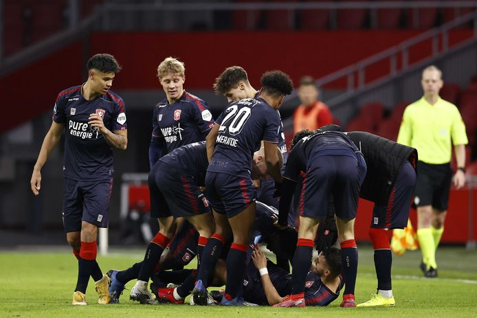 FC Twente viert de overwinning op Ajax.