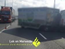 Automobilist deelt klap uit na botsing met kaaswagen op de A15