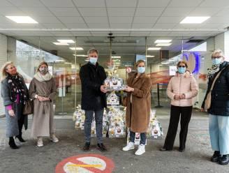 Serviceclub Kiwanis Symforosa legt personeel Heilig-Hartziekenhuis in de watten: grote geschenkmand voor elke afdeling