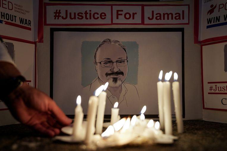 Een eerbetoon aan Jamal Khashoggi bij het Saudisch consulaat vin Washington.  Beeld REUTERS