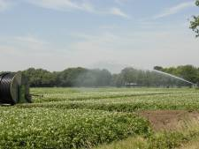 Waterlopen dreigen droog te vallen: boeren moeten extra zuinig zijn met water