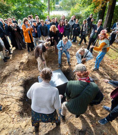 Cadeaus voor de toekomst: deze Arnhemse tijdscapsule gaat voor duizend jaar de grond in