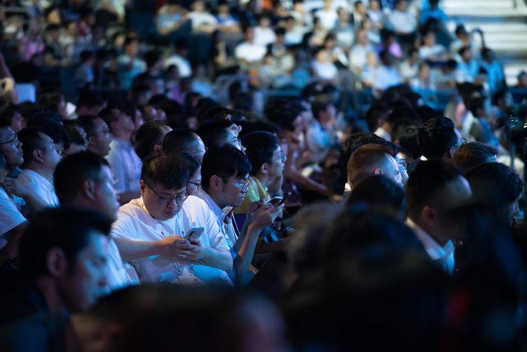 Journalisten tijdens de presentatie van het nieuwe Huawei-besturingssysteem HarmonyOS.    Beeld AFP