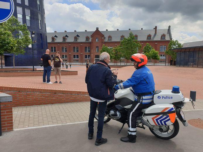 Une manifestation de policiers en colère s'est déroulée devant la tour de police à Charleroi