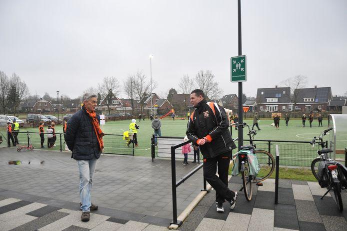 Jaap Jochems (r) bij DKOD, samen met voorzitter Michiel Hupkes.