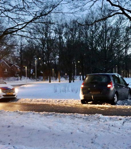Auto rijdt tegen boom in Oldenzaal