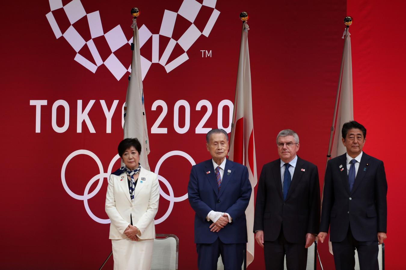 De gauche à droite: Yuriko Koike, Yoshiro Mori, Thomas Bach, and Shinzo Abe.