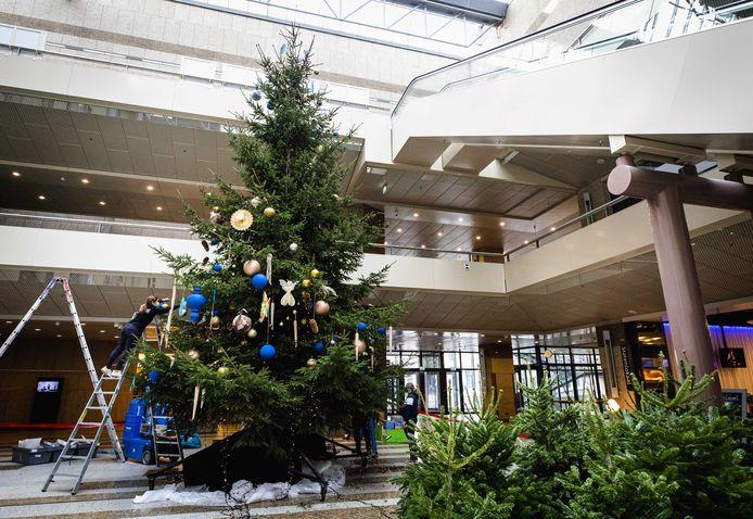 In de gebouwen van de Tweede Kamer is dit jaar nog wel ruimte voor een kerstboom.