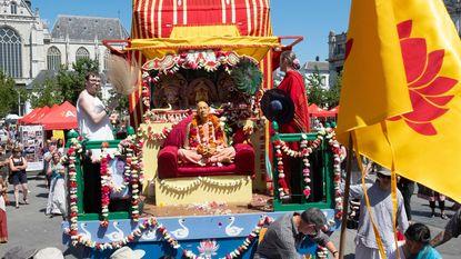 Hare Krishna houden feestelijke optocht