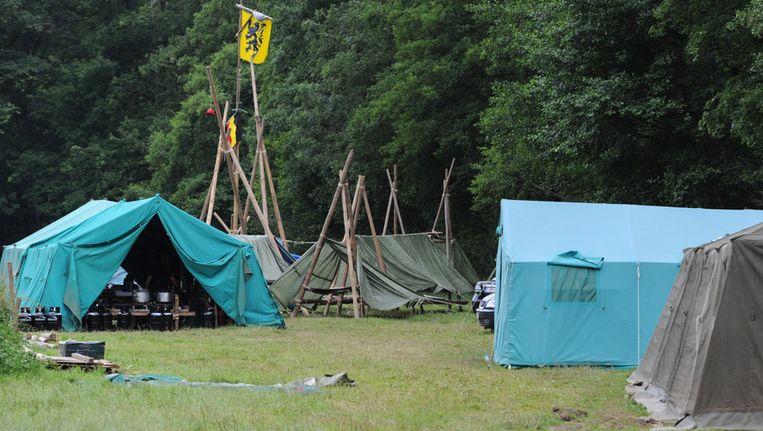 In augustus van vorig jaar hadden leden van de KSJ Mopertingen (Bilzen) een Vlaamse Leeuw gehesen tijdens hun kamp in Royompré. Beeld BELGA