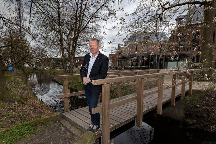 Projectontwikkelaar Cor van Beers in de tuin achter het voormalig klooster Groot Bijstervelt