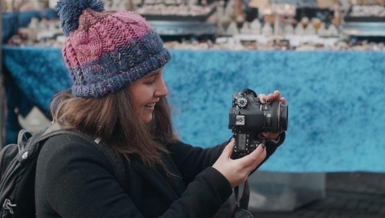 Fotografe Debra Barraud van Humans of Amsterdam. Beeld Robbert Doelwijt