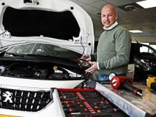 Bjorn van Hengelose garage Lubbers kent kentekens van alle klanten uit zijn hoofd: 'Hij hield niet van vieze handen'