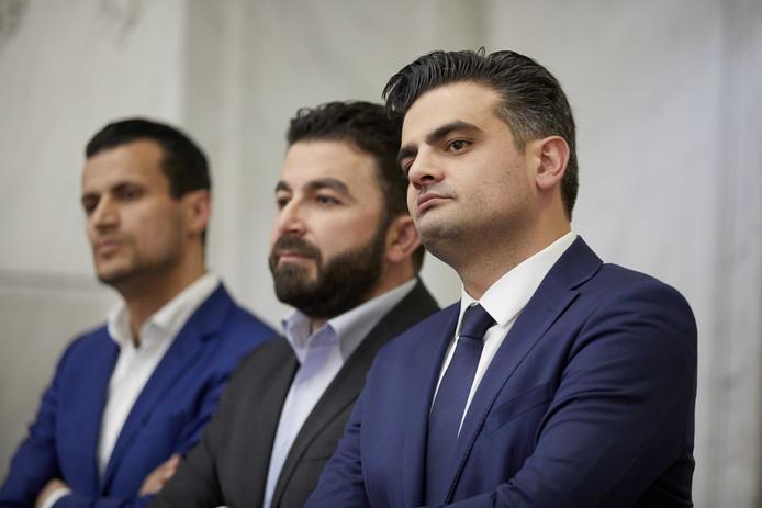 Farid Azarkan, Selcuk Ozturk en Tunahan Kuzu van Denk tijdens de officiele uitslag van de Tweede Kamerverkiezing.